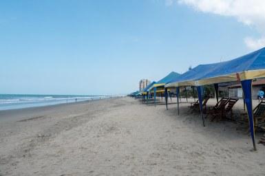 Atacames beach: weekday